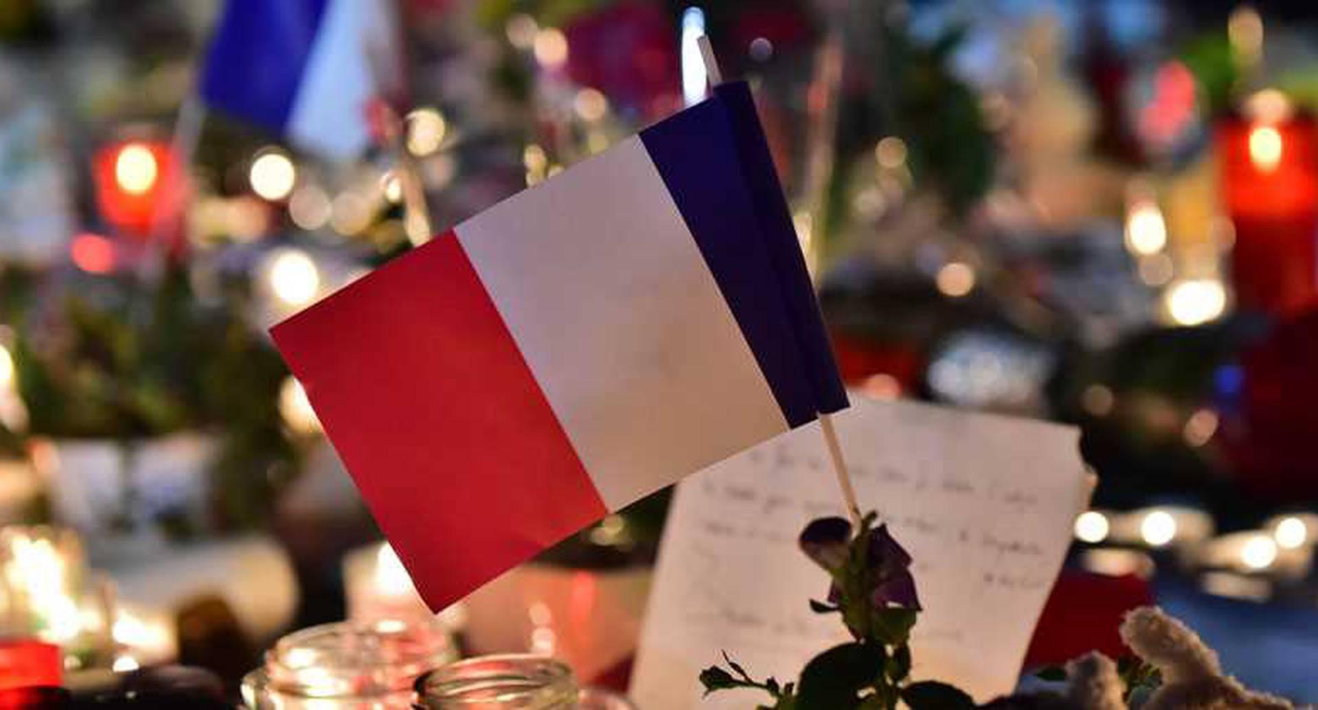 En Francia, un camión atropelló y mató a casi 100 personas en la ciudad de Niza durante la celebración de la fiesta nacional de ese país.