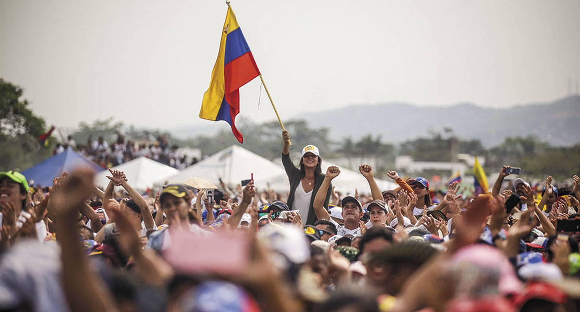 Una multitud de colombianos y venezolanos se dio cita para asistir al concierto liderado por el millonario británico Richard Branson.