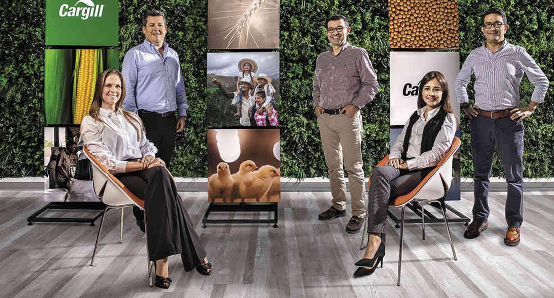 De izquierda a derecha: María Bonilla, abogada comercial sénior; Jorge Iván Duque, gerente general; Miguel Acosta, gerente de Mercadeo; Eliana Currea, líder FP&A; Nelson Maldonado, gerente de la cadena de suministros.