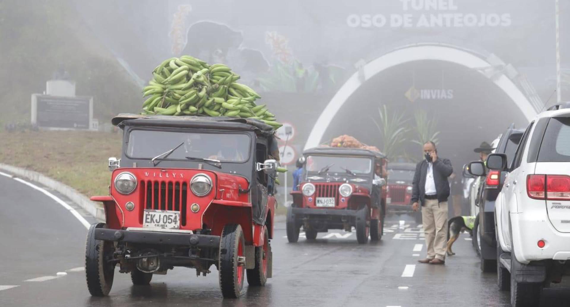 Una réplica del famoso desfile Yipao, tradicional del Eje Cafetero, hizo parte de la inauguración del Túnel de la Línea