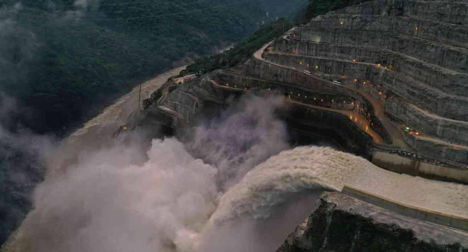 La Anla le solicitó a EPM un estudio sobre los impactos adversos que trae la operación continua del vertedero del proyecto Hidroituango al río Cauca. Foto: Esteban Vega/Semana