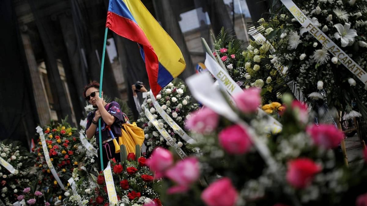 En imágenes | Plantón en la Plaza de Bolívar por moción de censura al  ministro de Defensa Diego Molano