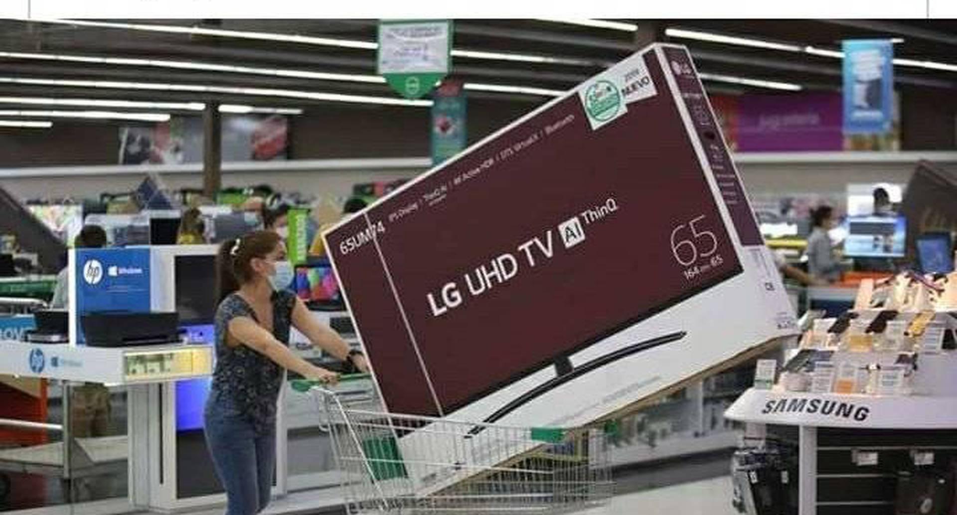 La programación de la televisión colombiana se ha visto reducida por  el freno de la producción de nuevos contenidos. A raíz de esto, Caracol Televisión anunció que volverá a transmitir la novela 'Pasión de Gavilanes' y por esto la relación del día sin IVA con la compra del televisor.