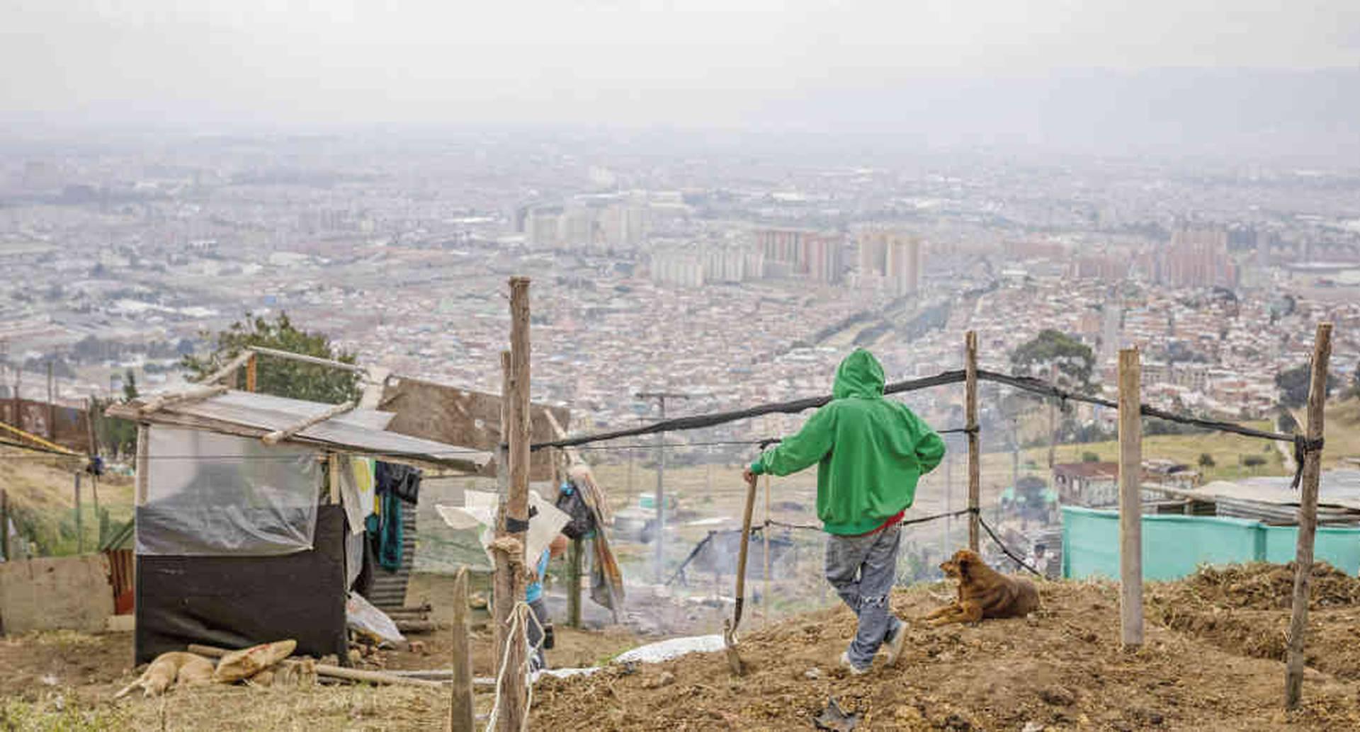 Ciudad Bolívar es la cuarta localidad con más habitantes de Bogotá. La mayoría vive en estrato uno y trabaja en la informalidad.