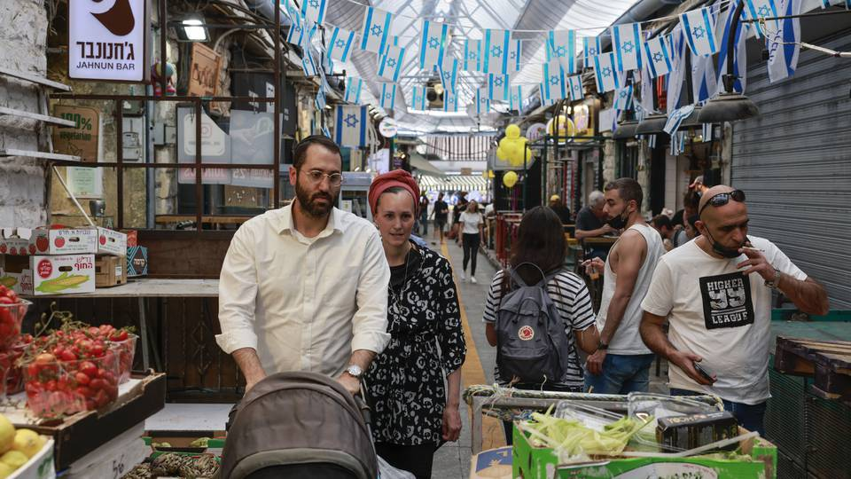 Israel allows its citizens to go out again without masks