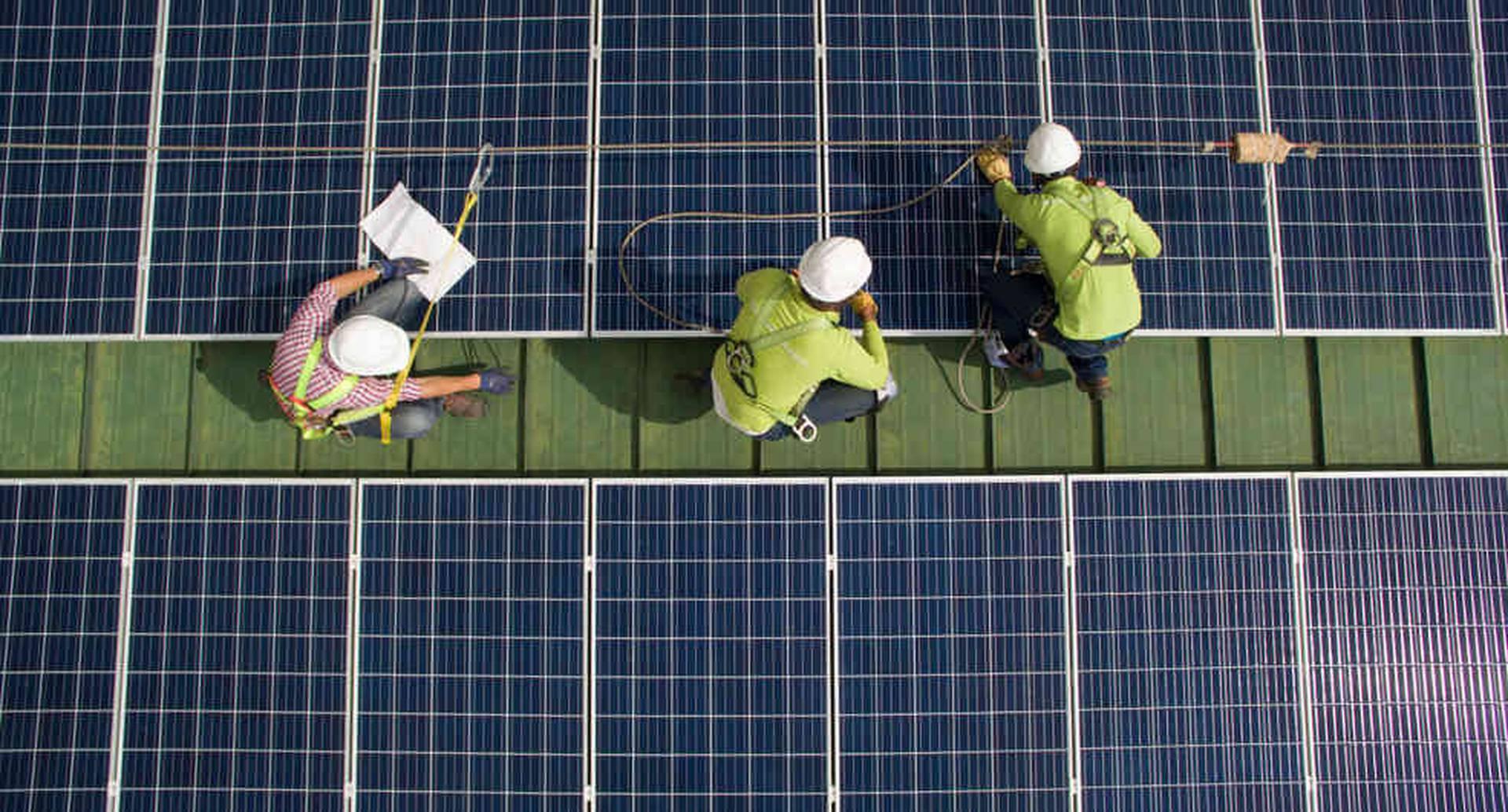 EPM se encarga de la instalación, la operación y el mantenimiento de los paneles solares.