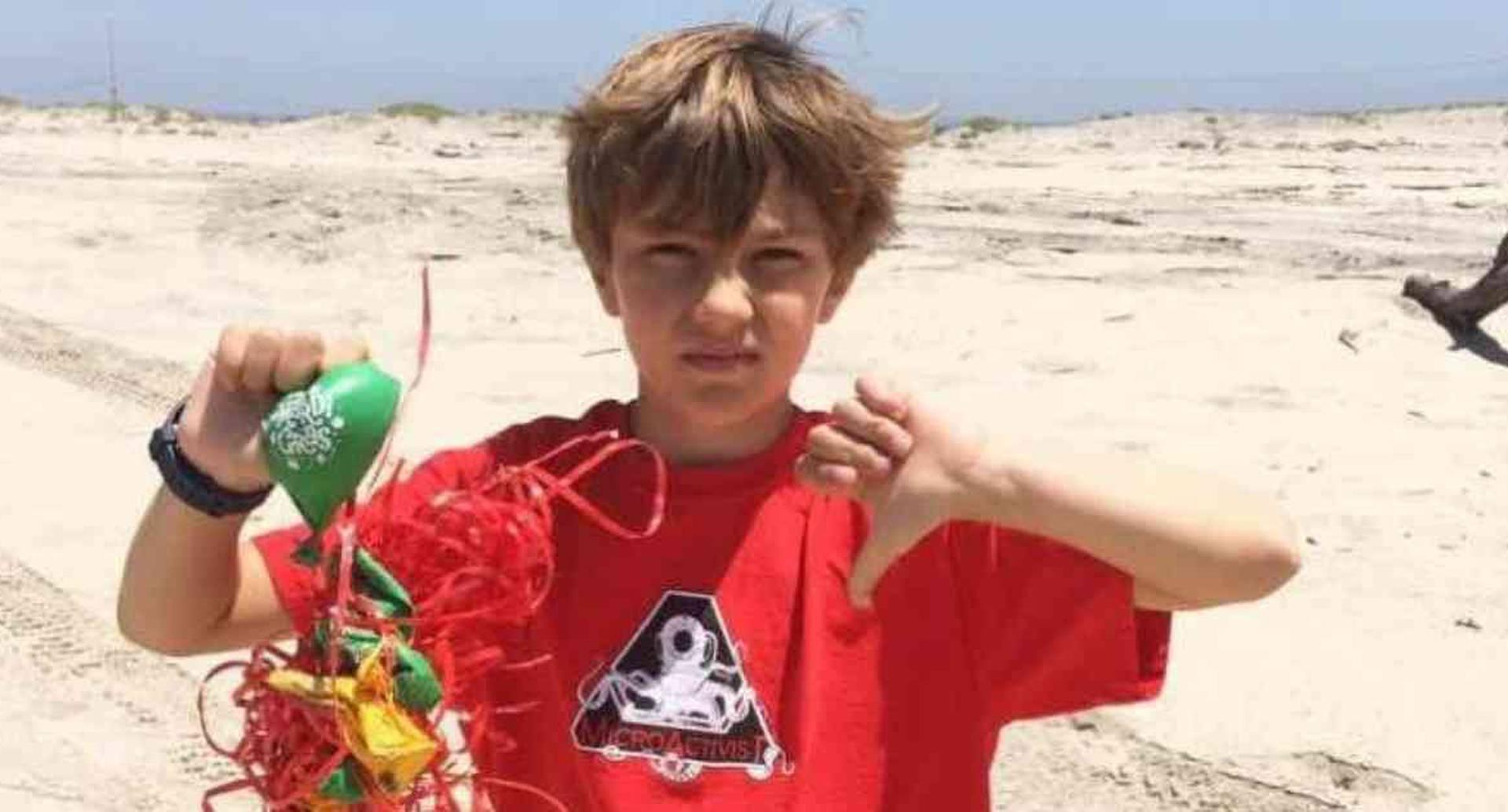 Connor Berryhill, el niño de 11 años que limpia las playas y los océanos. Foto: Fundación MircroActivist
