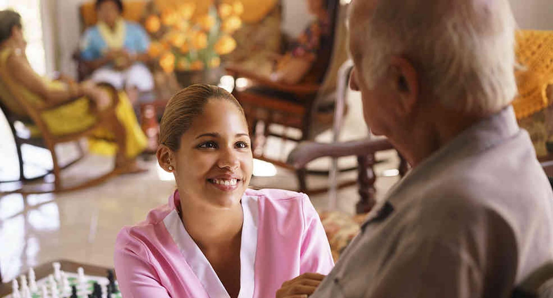 El 90 por ciento de los colombianos tienen limitaciones económicas que les impiden pagar un cuidador formal o una institución.