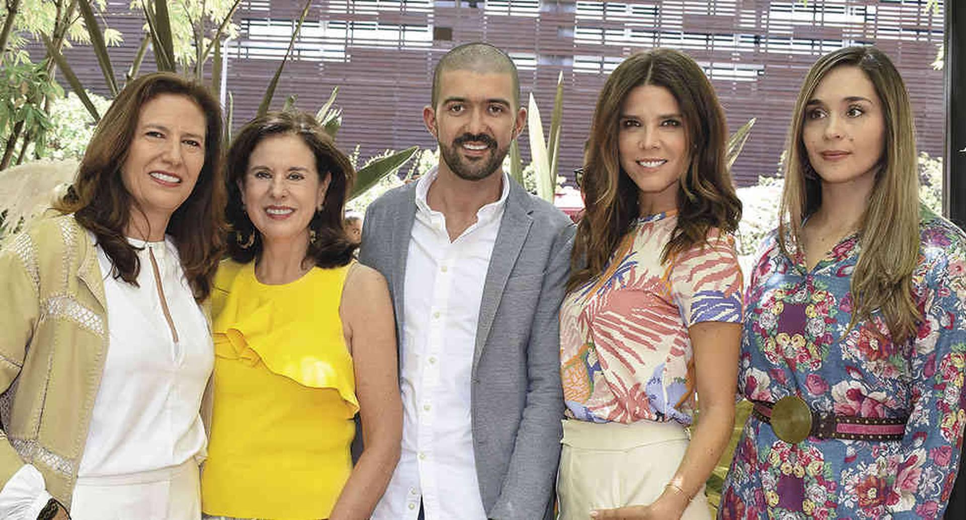 Ana María Fries, Lila Ochoa, Juan Esteban Valencia, Juanita Acosta y Alejandra Álvarez.