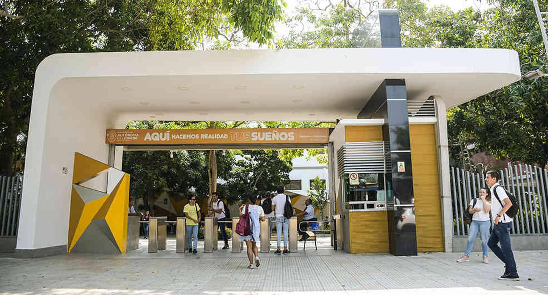 Entrada principal de la Universidad Autónoma del Caribe, en Barranquilla.