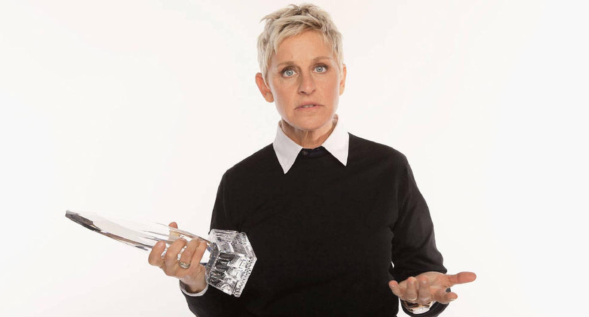 Sus exempleados acusan a Ellen DeGeneres de tratarlos mal y explotarlos.