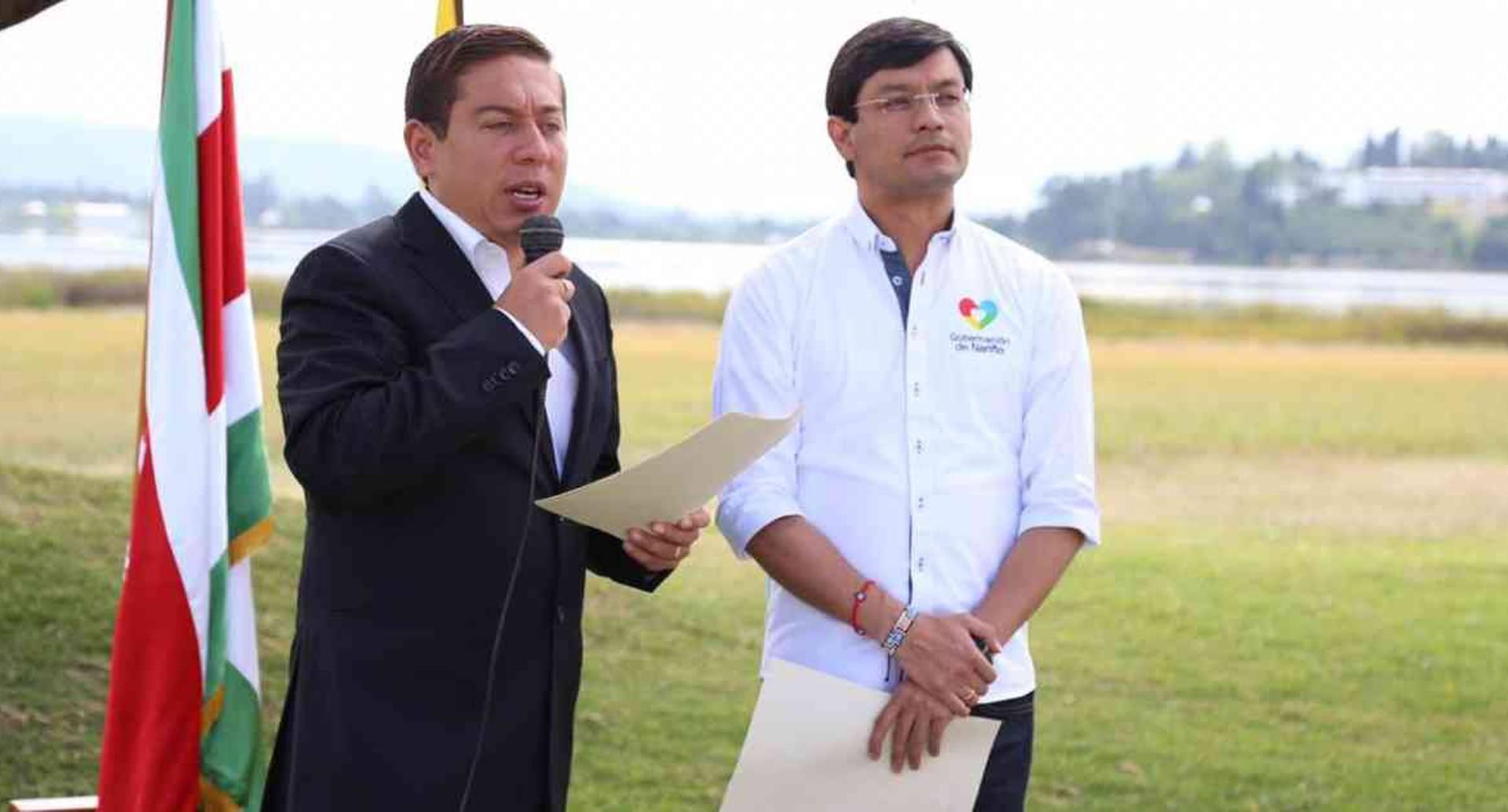 Los gobernadores de Boyacá, Carlos Amaya, y Nariño, Camilo Romero, firmaron un pacto en pro de proteger la naturaleza. Foto: Prensa-Gobernación de Boyacá
