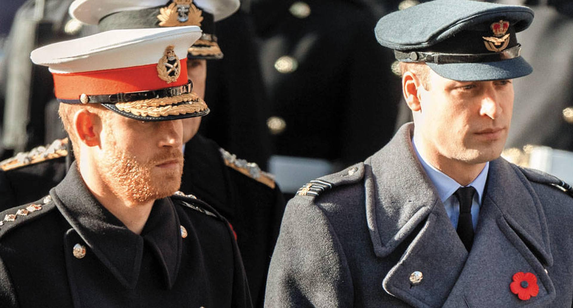 """Los tabloides de inmediato comenzaron a hacer eco de la noticia y hablar de una """"ruptura oficial"""" o de una """"separación definitiva"""" entre los príncipes William y Harry."""