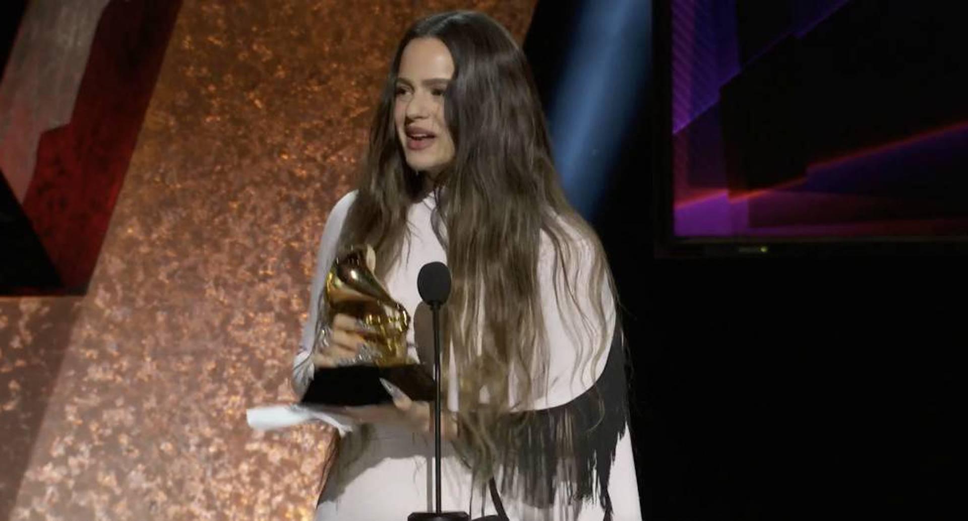 """""""Bendiciones a la música latina, al mundo entero"""", dijo la española."""