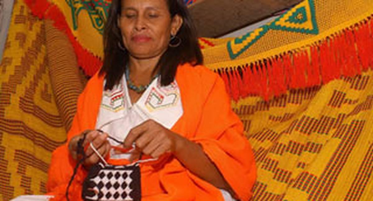 Conchita es una tejedora wayuu. Este año llega a Expoartesanías con sus hamacas y chinchorros a descrestar a todos los visitantes con el colorido de sus creaciones