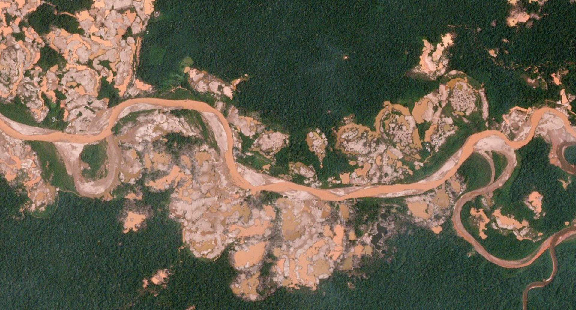 Mina de oro La Pampa, ubicada en la Amazonia peruana.