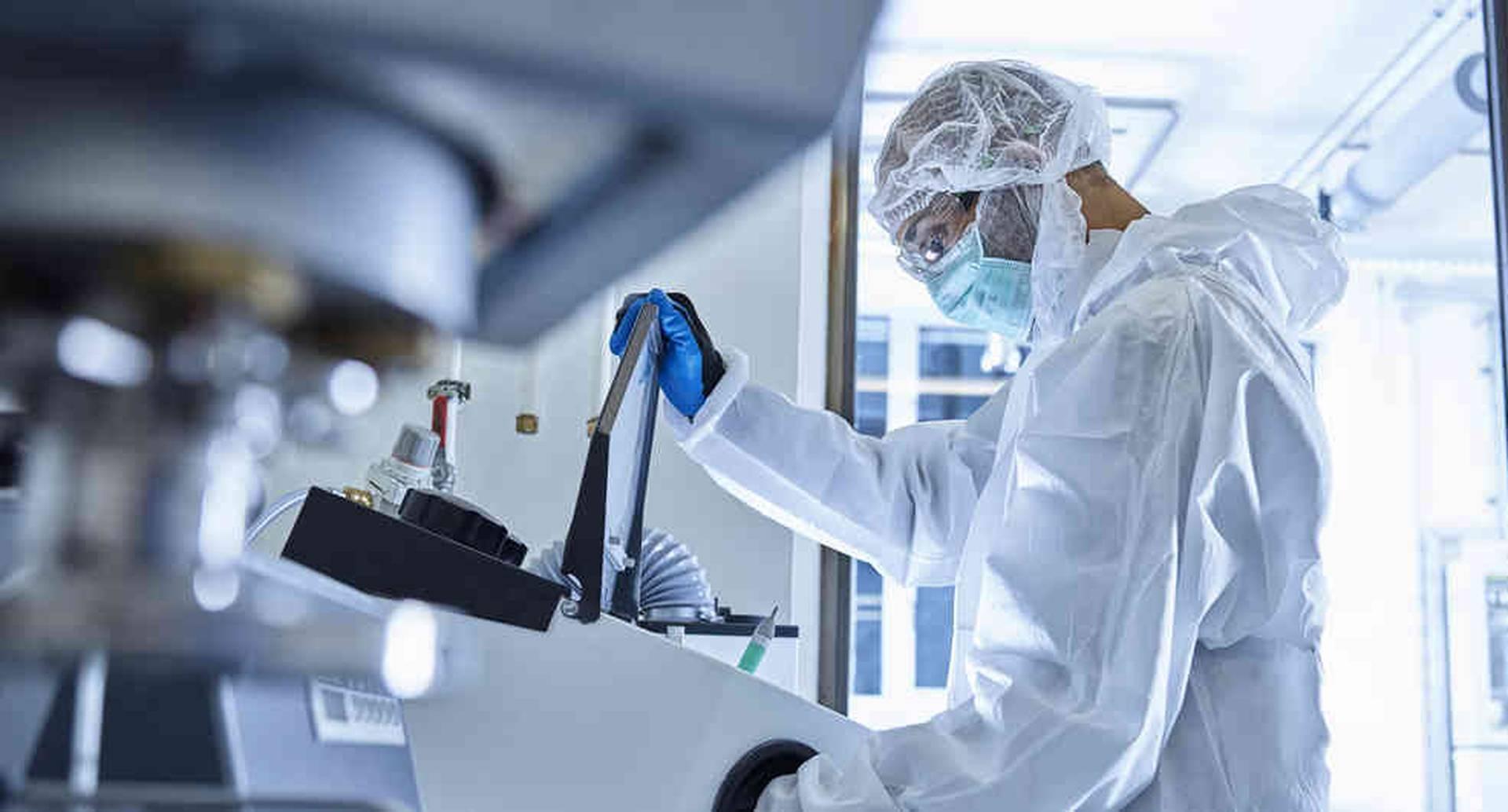 Sanofi trabaja en tres frentes distintos con el fin de combatir la pandemia del covid-19.