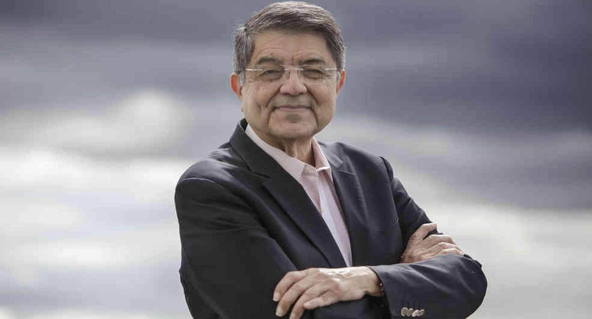 El escritor tiene 76 años y en Colombia, en los años 80, fue adaptada para la televisión su novela 'Castigo divino'.