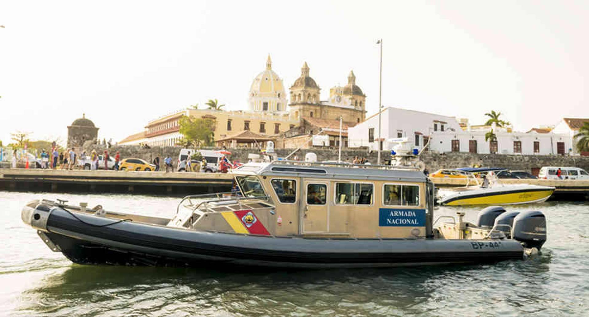Uno de los botes rápidos de Safe Boats International, adquiridos por la Armada Nacional.