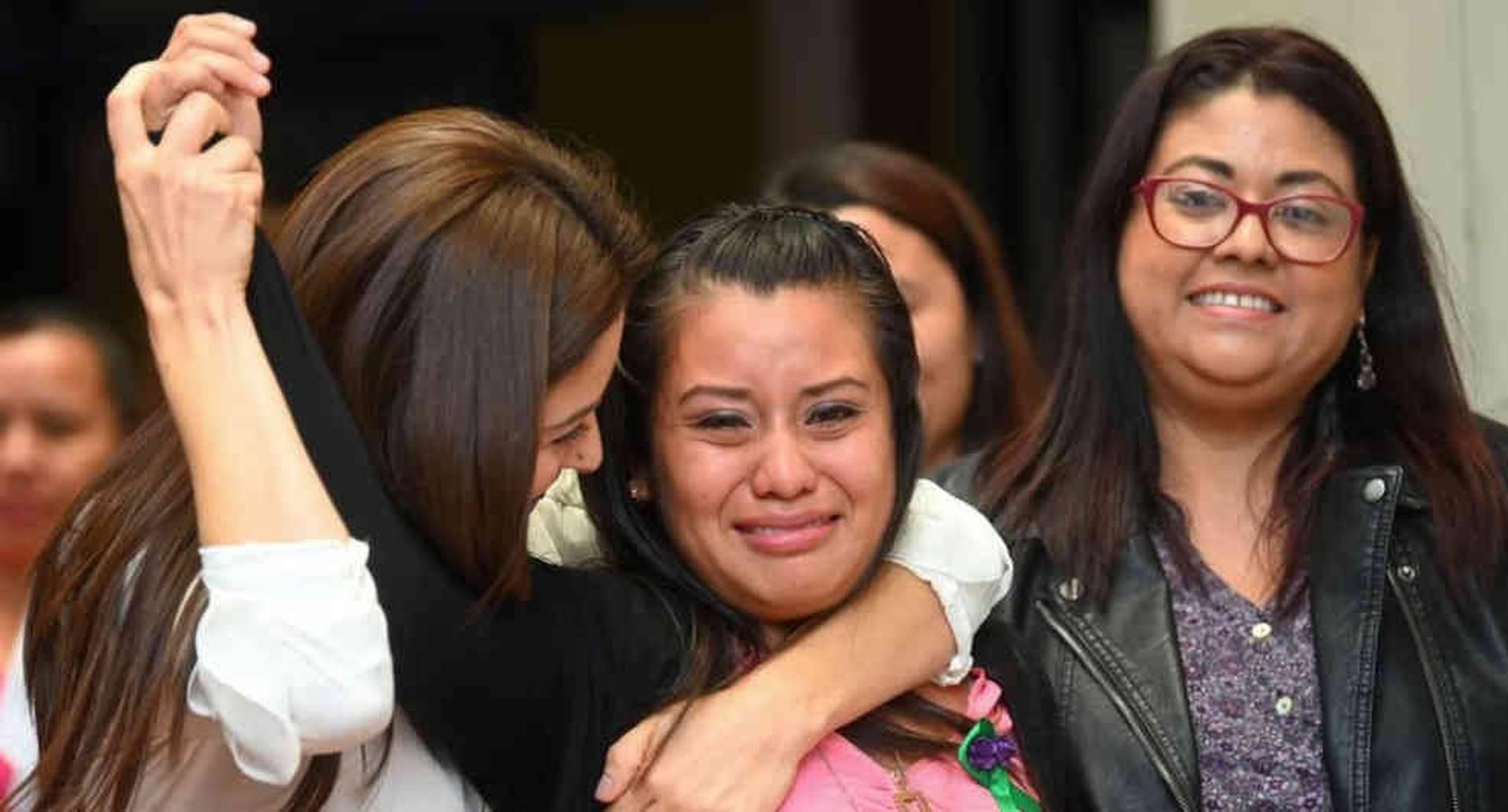 """""""Gracias a Dios se hizo justicia"""", declaró una emocionada Evelyn Hernández tras conocer el veredicto de absolución. Foto: Getty Images/BBC"""