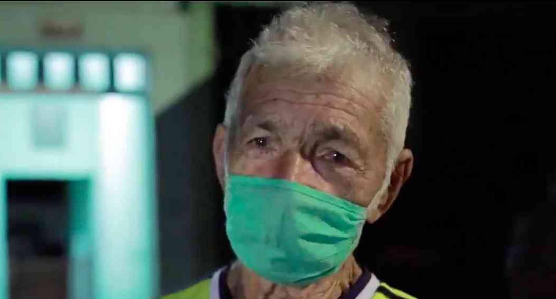 Estafan a hombre de 70 años pagándole un trabajo con moneda extranjera/Pantallazo de video