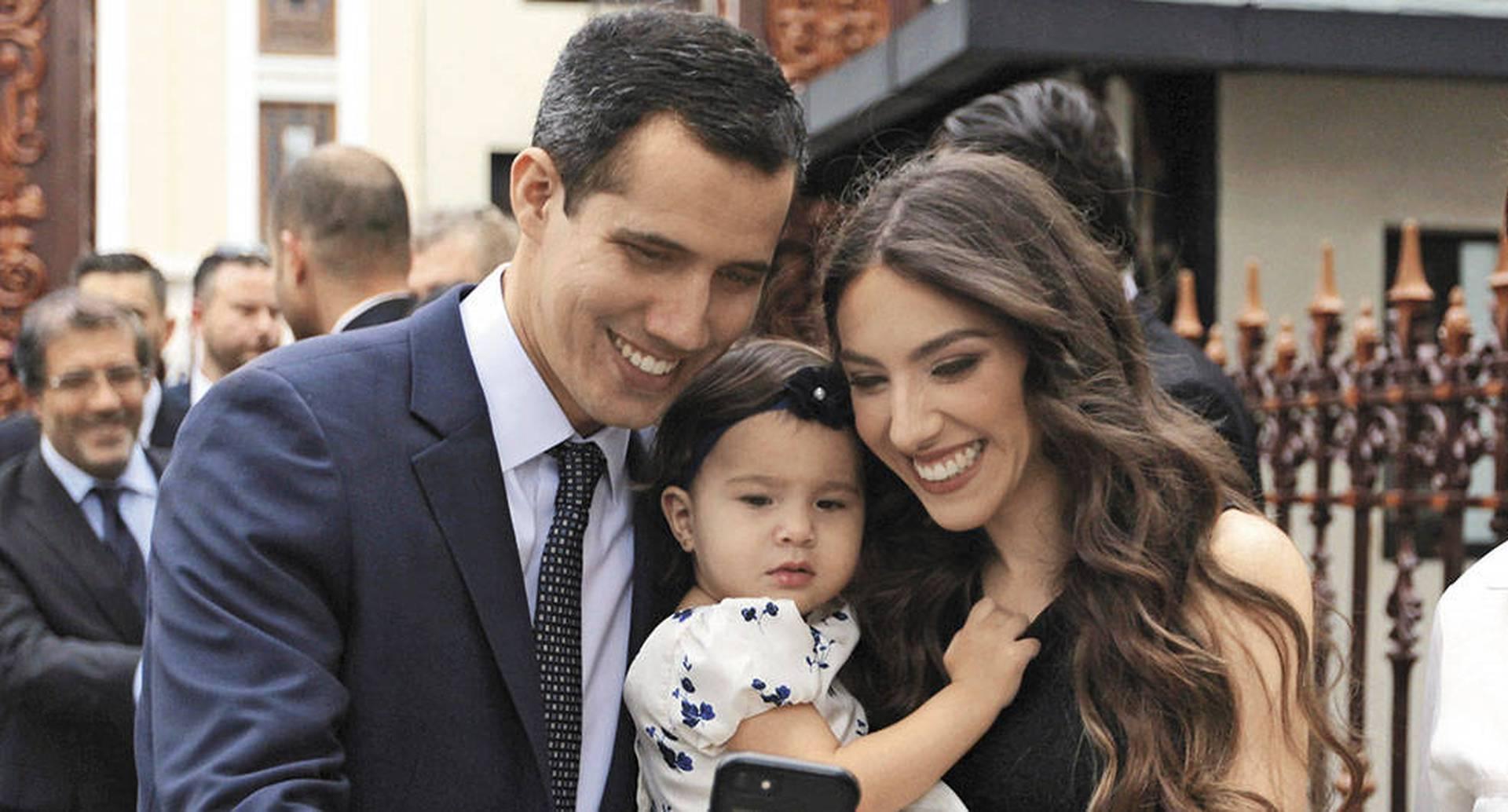 Juan y Fabiana se conocieron en 2011, cuando fundaron el partido Voluntad Popular. Su hija, Miranda Eugenia, nació el 3 de mayo de 2017