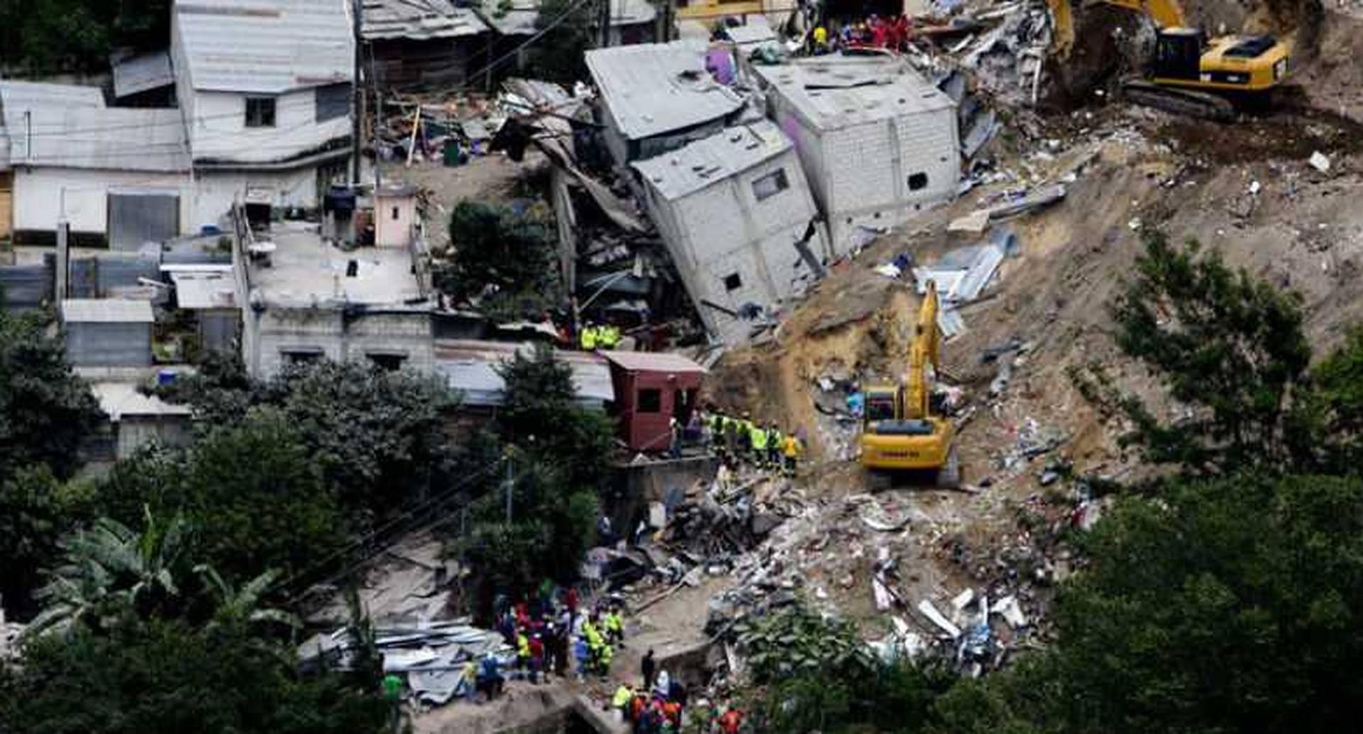 48 muertos y 350 desaparecidos deja avalancha de tierra.