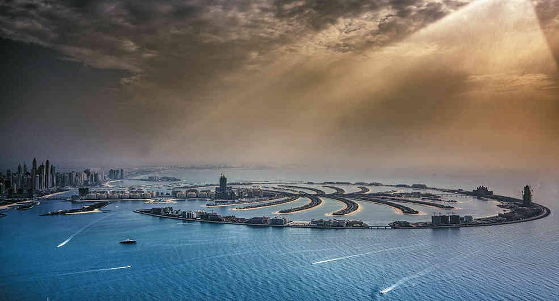 Palma Jumeirah, una isla artificial construida en la costa de Dubái. En ella hay lujosas casas, hoteles y restaurantes.
