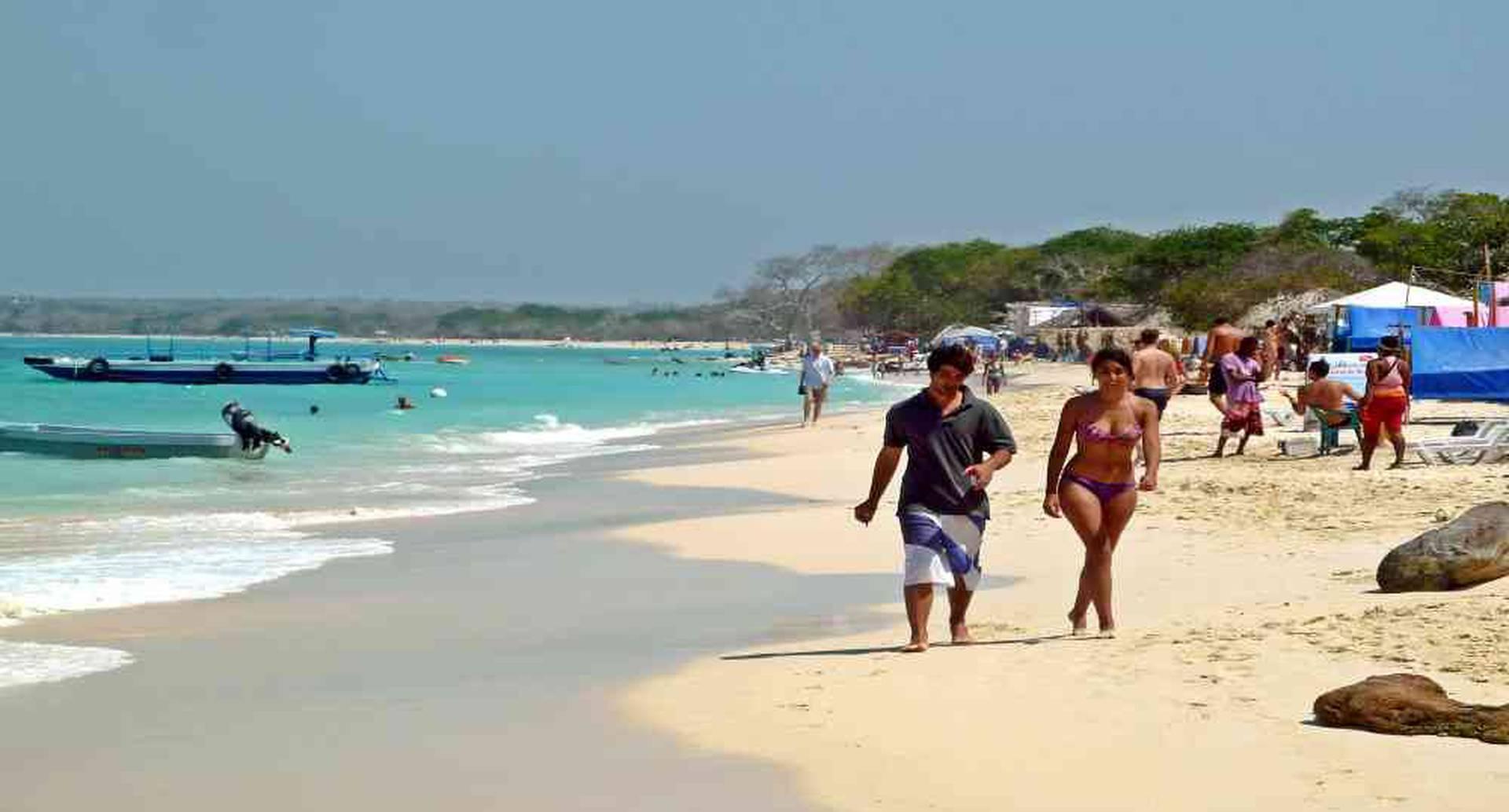 El exceso de turistas viene generando impactos negativos en el ecosistema de Playa Blanca en Cartagena. Foto: David Shankbone/Wikipedia.