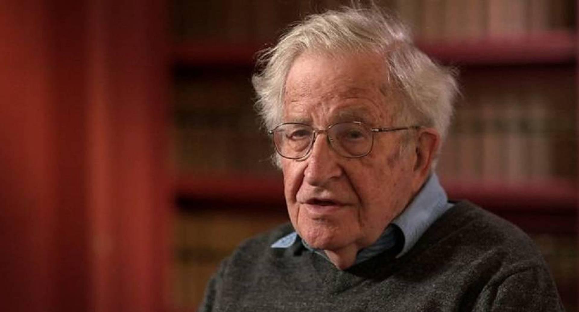 A sus 88 años Noam Chomsky sigue clamando contra la injusticia social y la clase política que dirige Estados Unidos.
