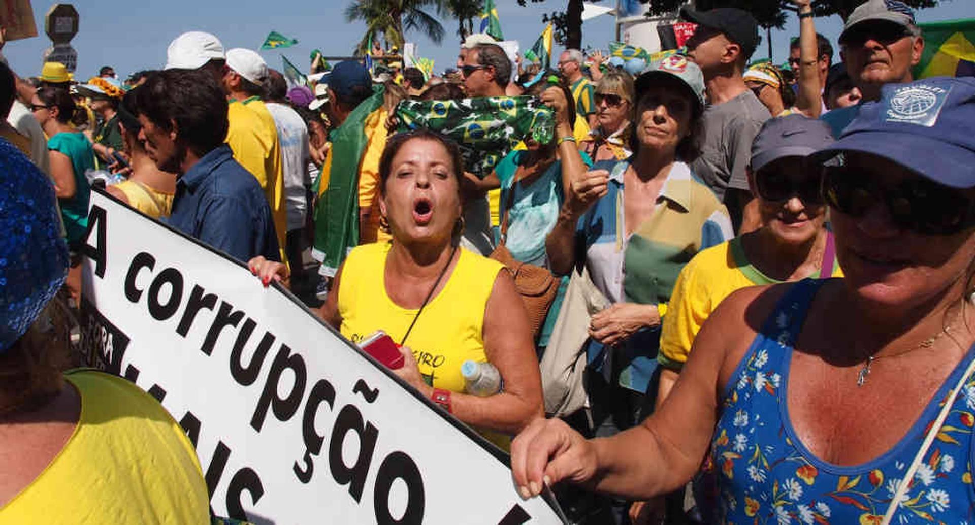 Los brasileños no han dejado de protestar por la corrupción y por la violencia que tiene el país en crisis.