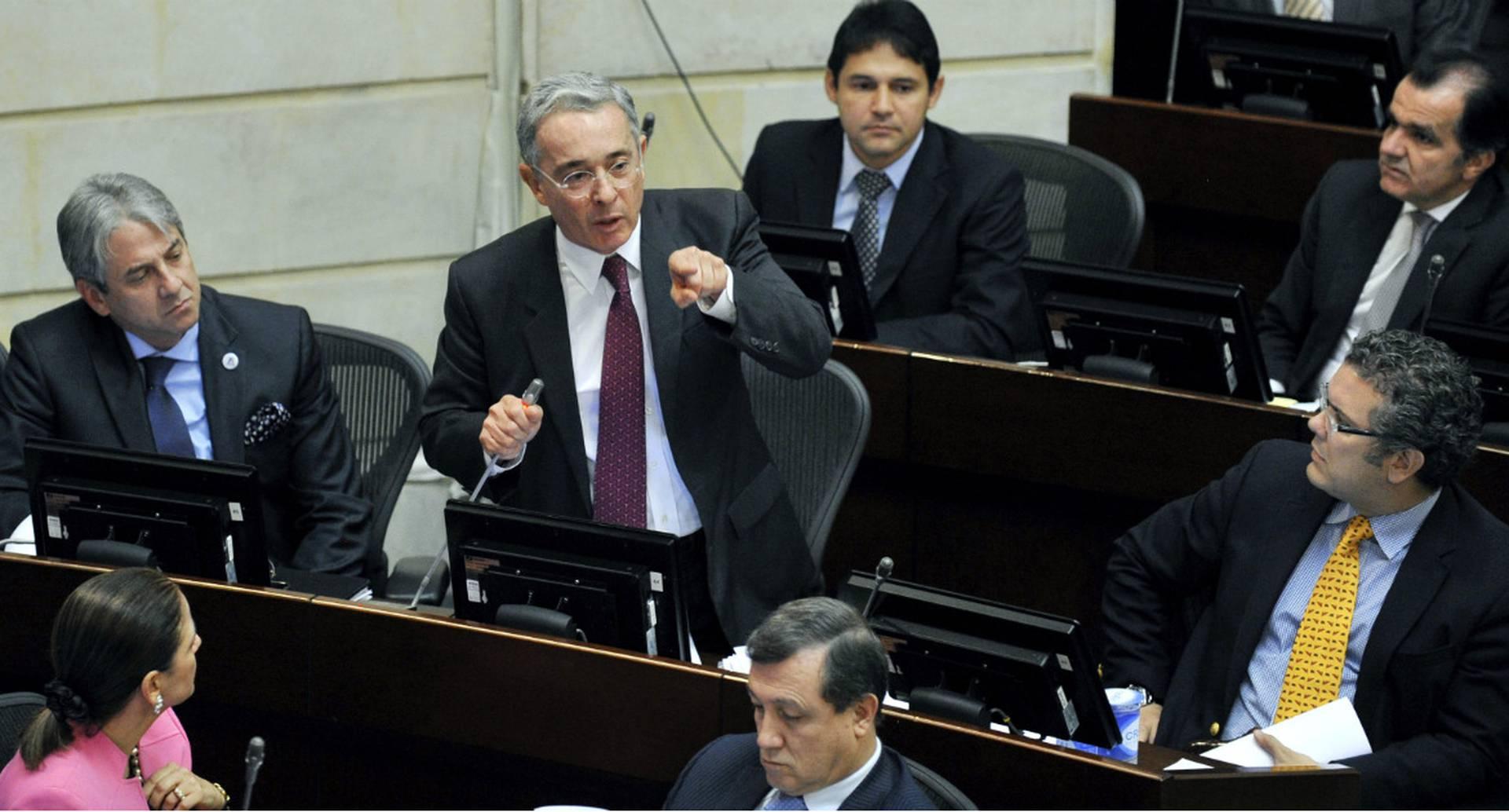 Uribe hizo una vehemente defensa de su vida pública.