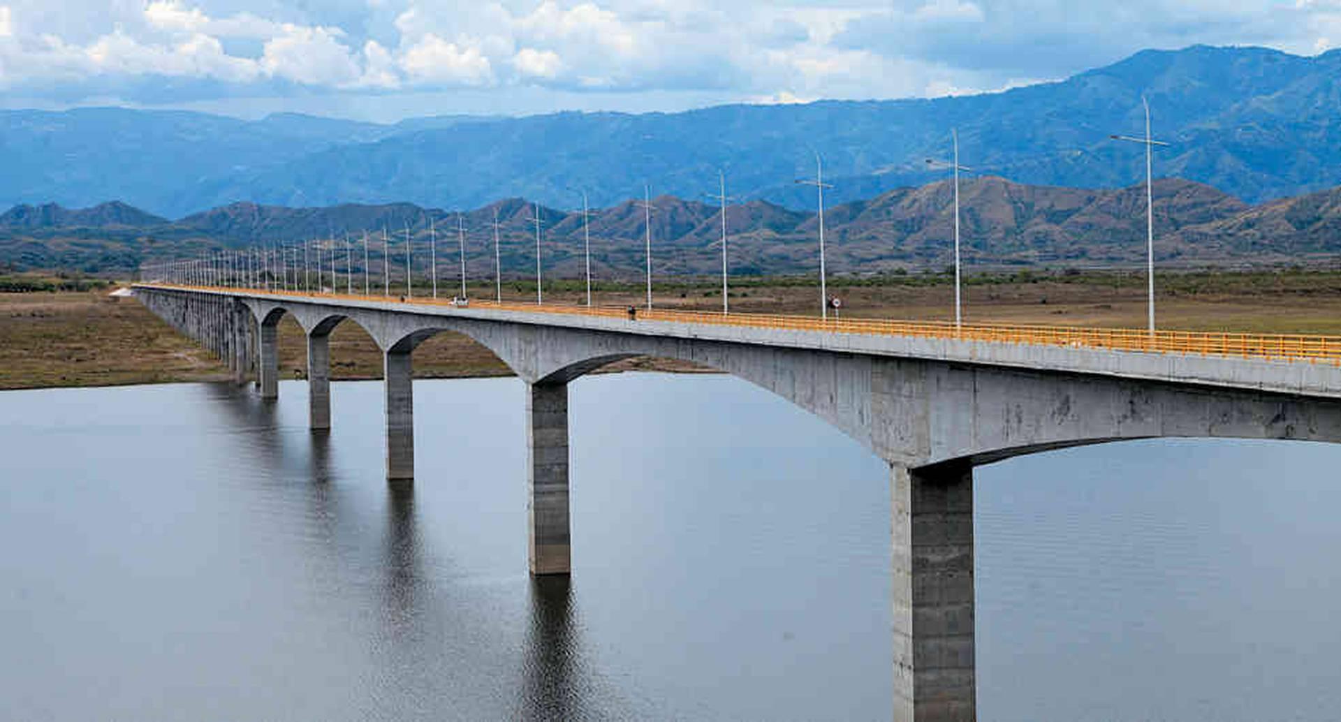 Puente Balseadero, represa del Quimbo, Huila.