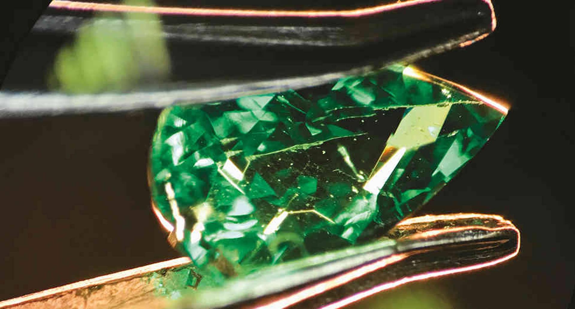 Los reportes de este centro indican a los clientes si la gema analizada es natural o no.
