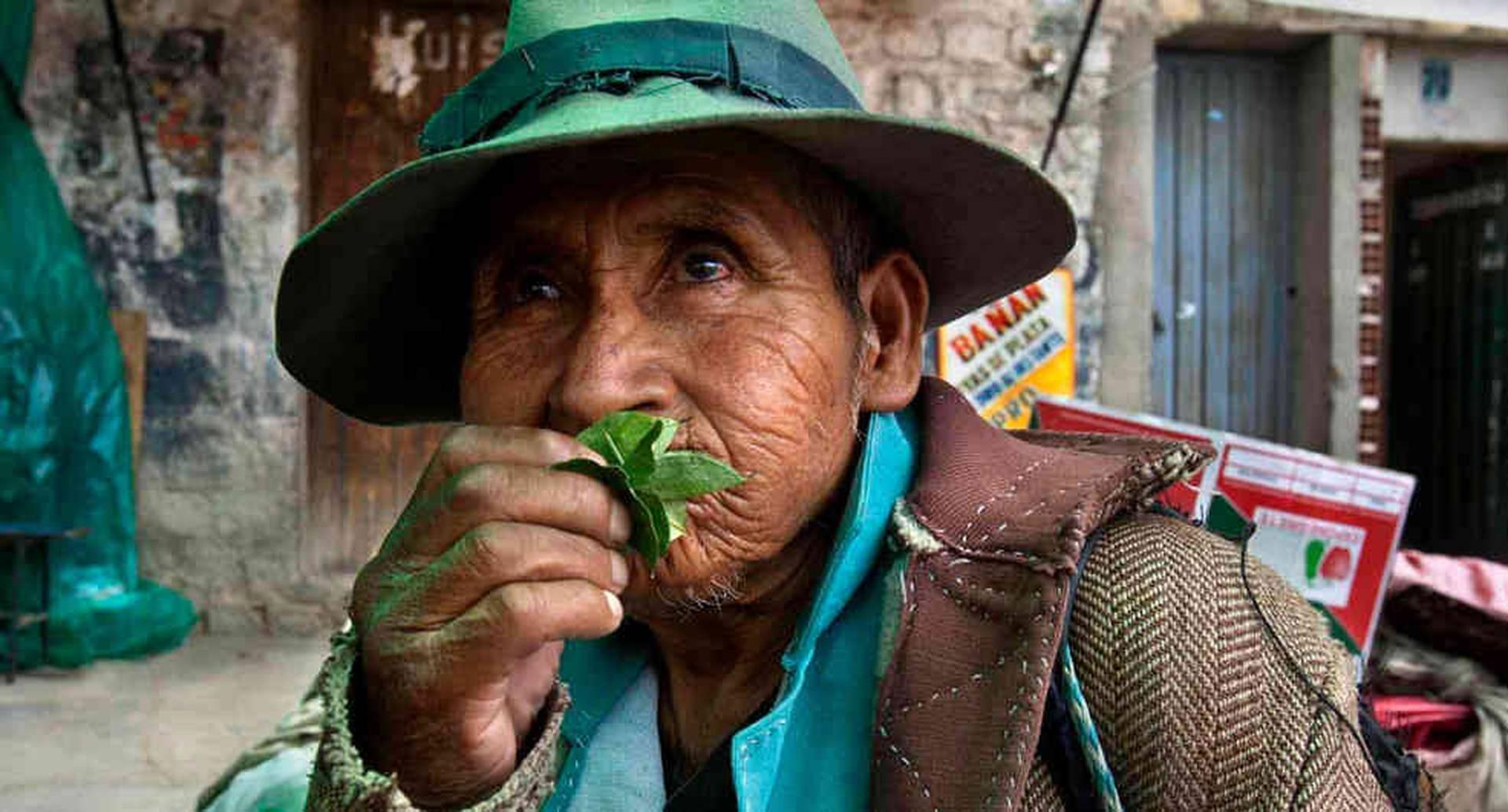 El fotógrafo chileno Carlos Villalón lleva más de diez años recorriendo las problemática y contradictoria ruta de la coca en América. Foto: Carlos Villalón.
