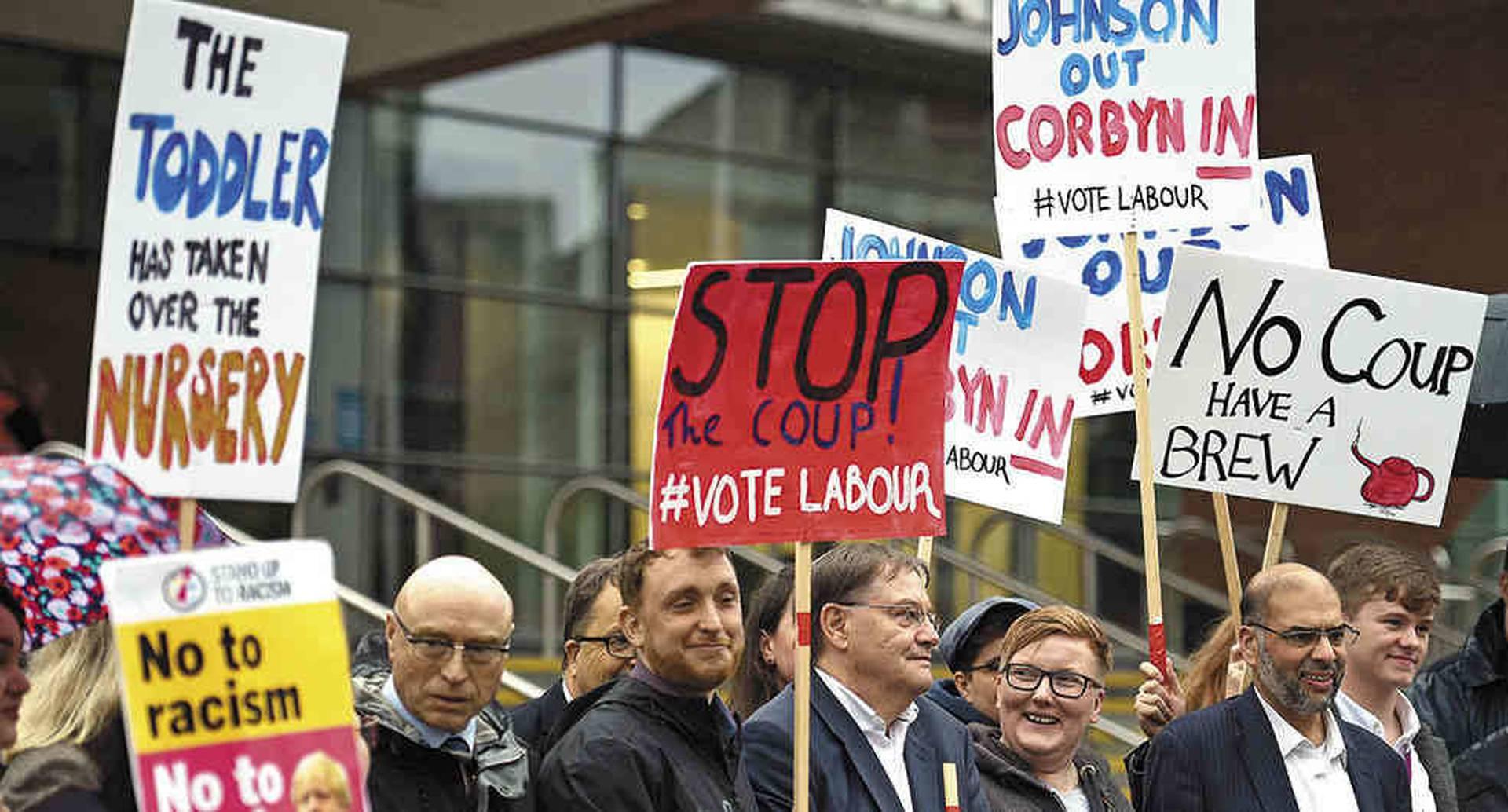 Muchos británicos consideran un golpe a su democracia la medida tomada por Johnson de suspender el Parlamento.
