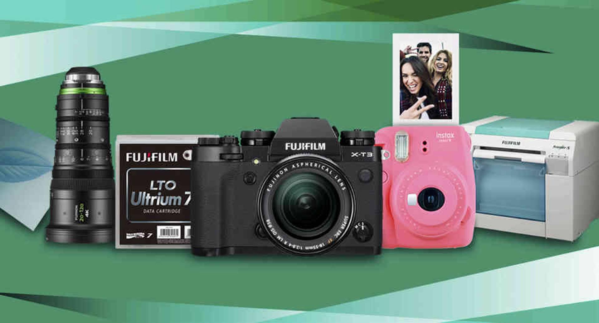 La línea de cámaras y lentes profesionales conservan una apariencia retro e incorporan tecnologías como la mirrorless y la 4k.