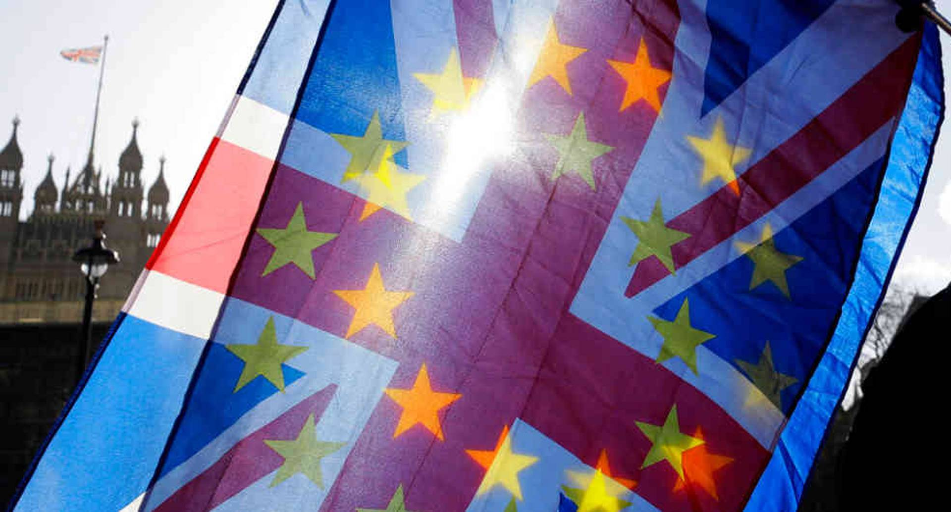 En una nostálgica sesión de despedida el Parlamento Europeo aprobó la salida del Reino Unido de la Unión Europea.