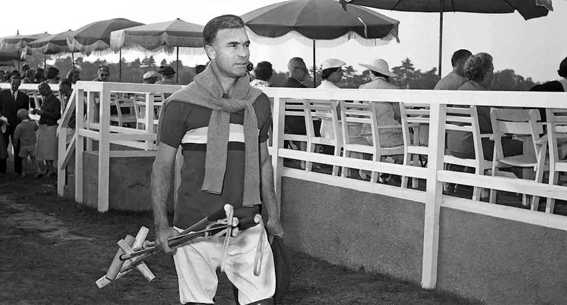 Porfirio Rubirosa forjó su leyenda entre autos, canchas de polo, personalidades y mujeres.