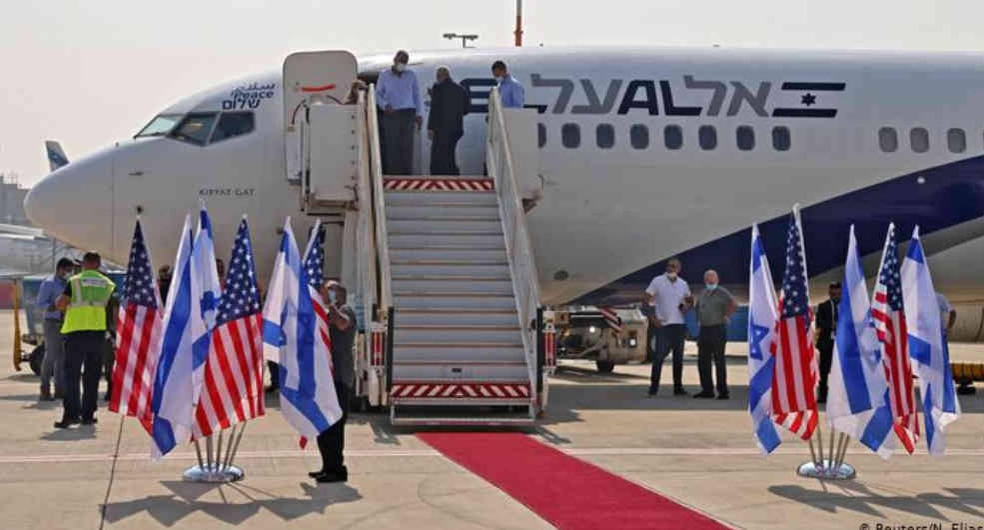 El primer vuelo comercial entre Israel y Emiratos Árabes Unidos (EAU) partió este lunes de Tel Aviv.