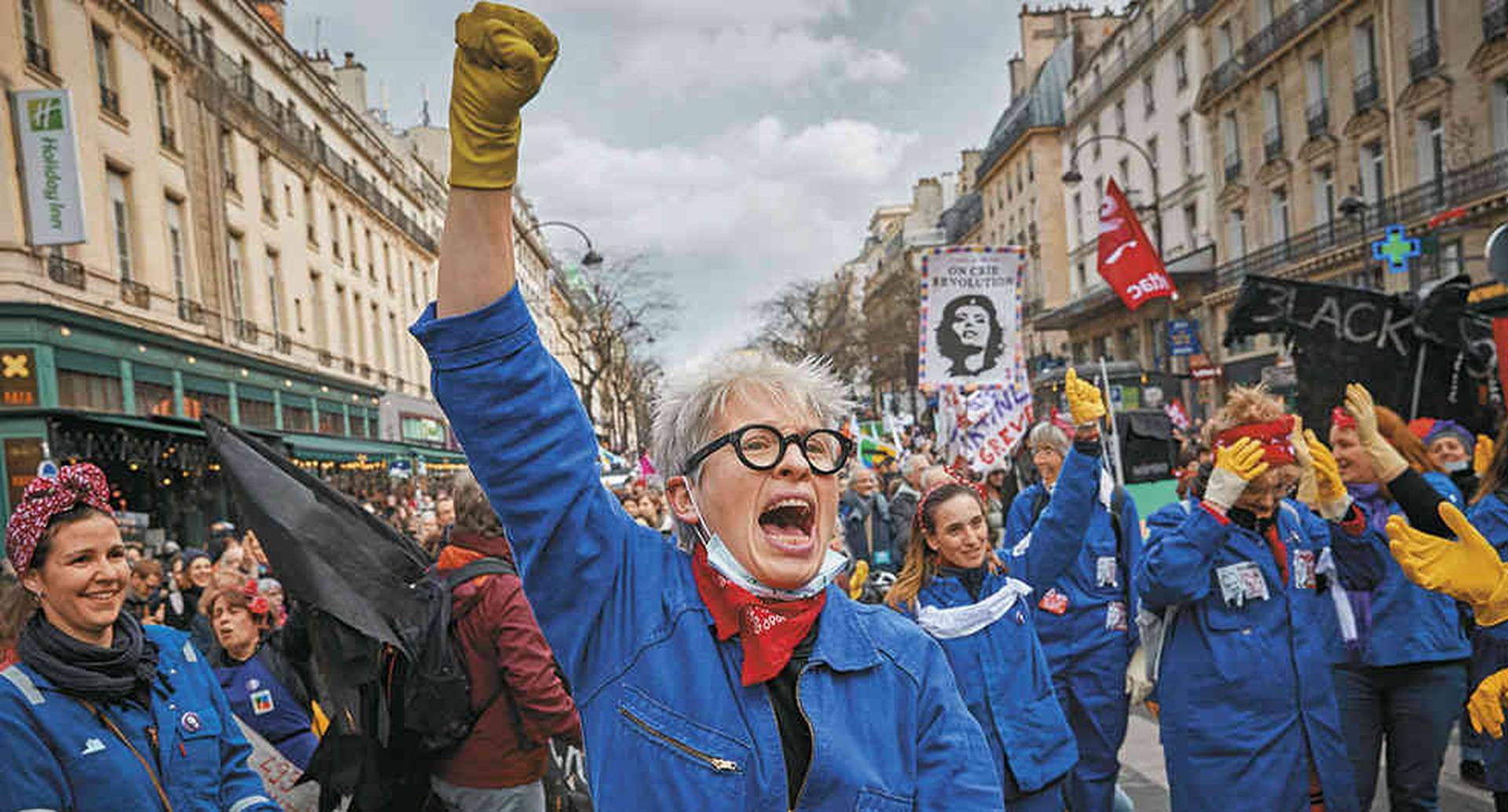 El proyecto enfureció a los franceses que se movilizan desde el 5 de diciembre de 2019 contra la reforma. Esta suprimiría 42 regímenes especiales de pensiones para crear una sola estructura universal.