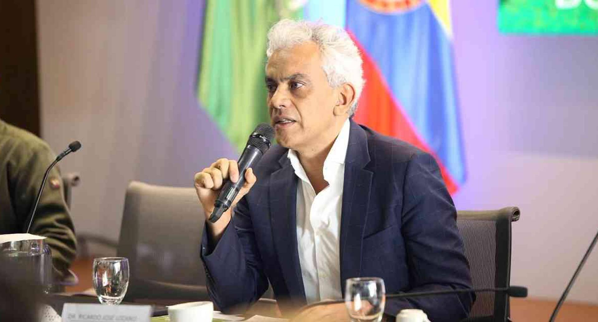 El ministro de Ambiente y Desarrollo Sostenible, Ricardo Lozano, lideró la segunda mesa ambiental que se realizó este viernes. Foto: Ministerio de  Ambiente