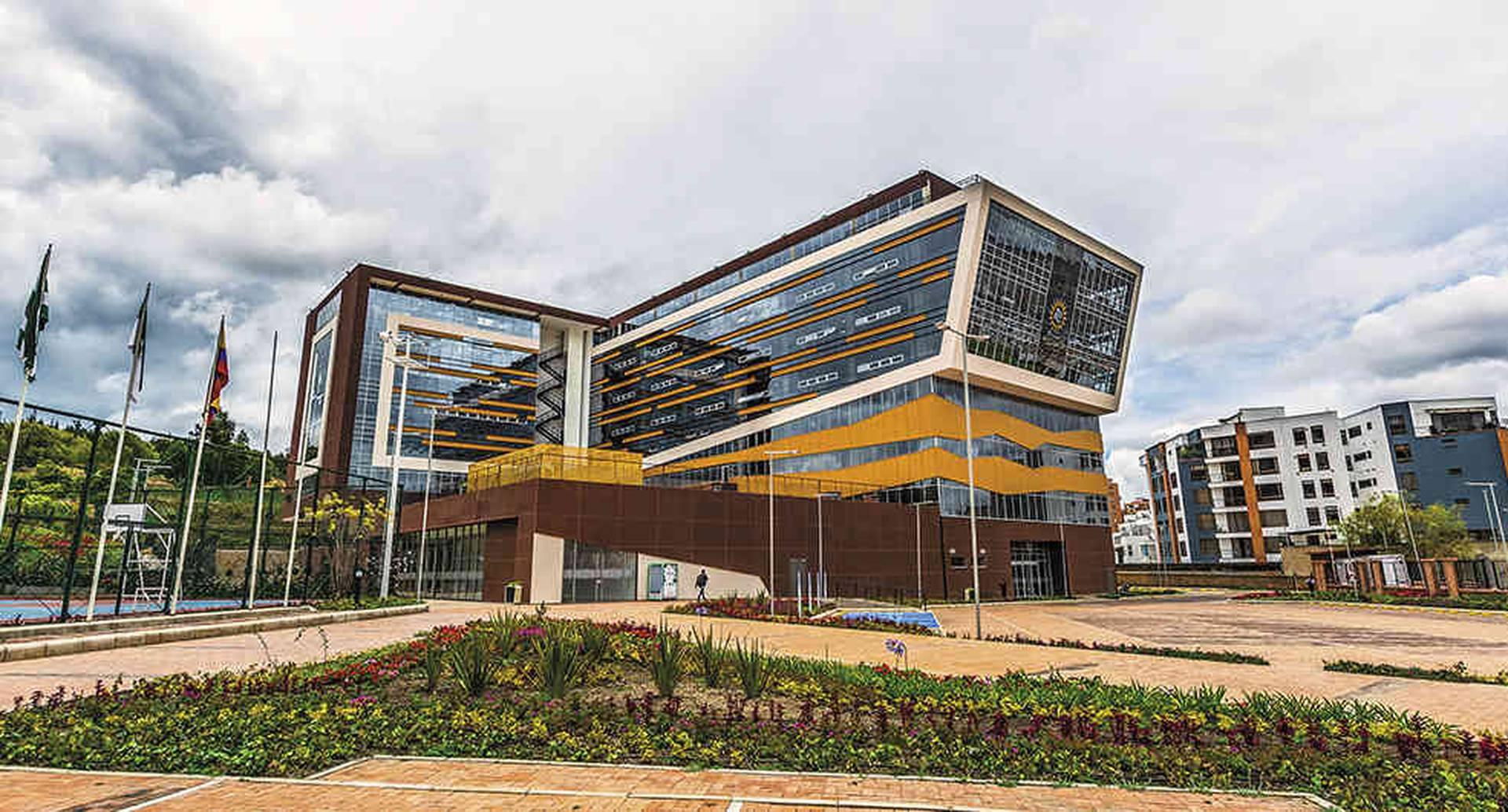 En Tunja, la Universidad Santo Tomás inauguró este moderno edificio de 21.164 metros cuadrados.