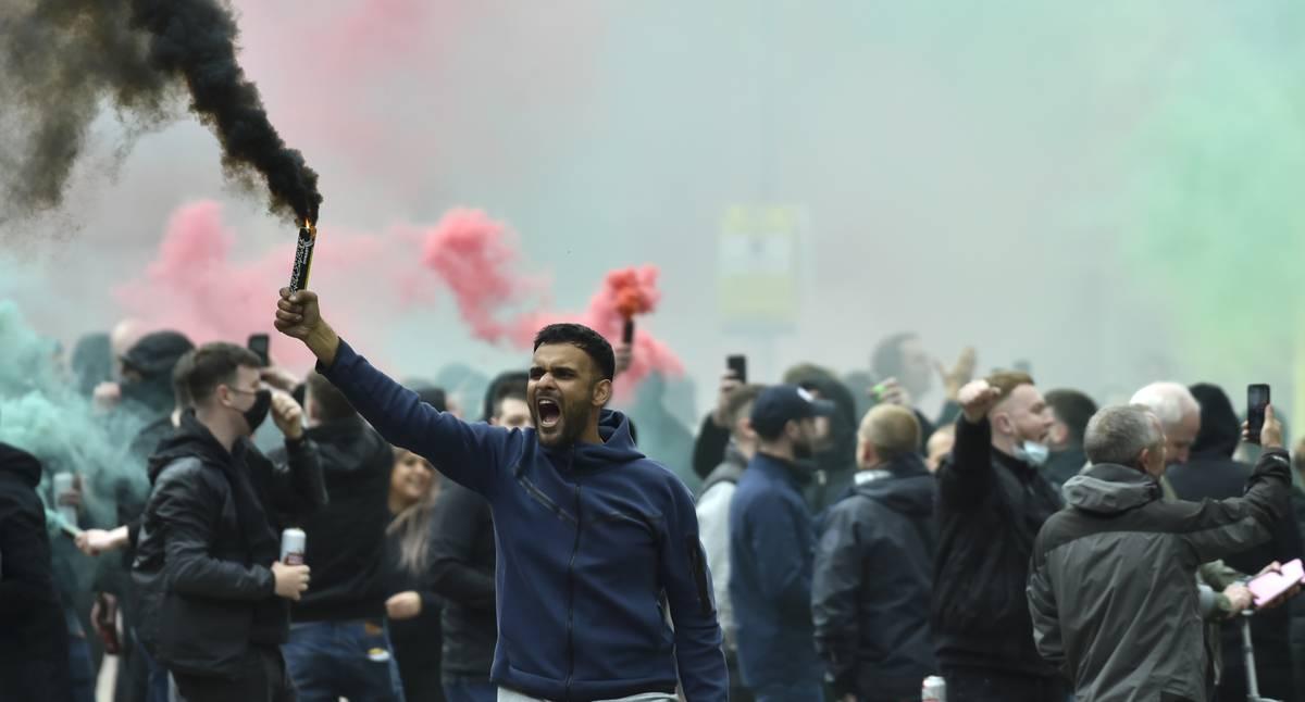 Partido entre el Manchester United y el Liverpool se canceló por protestas de los hinchas