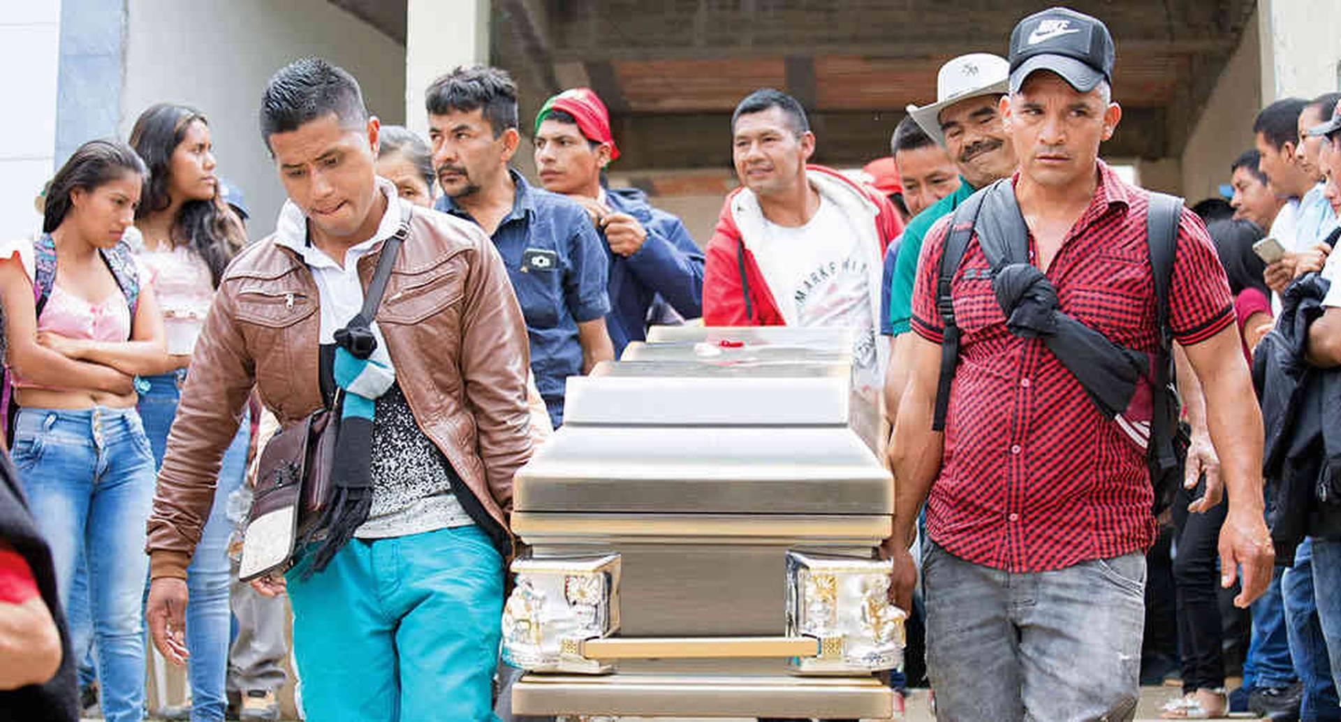 Los indígenas del norte del Cauca han enterrado a 129 líderes asesinados por disidencias en los últimos cuatro años.