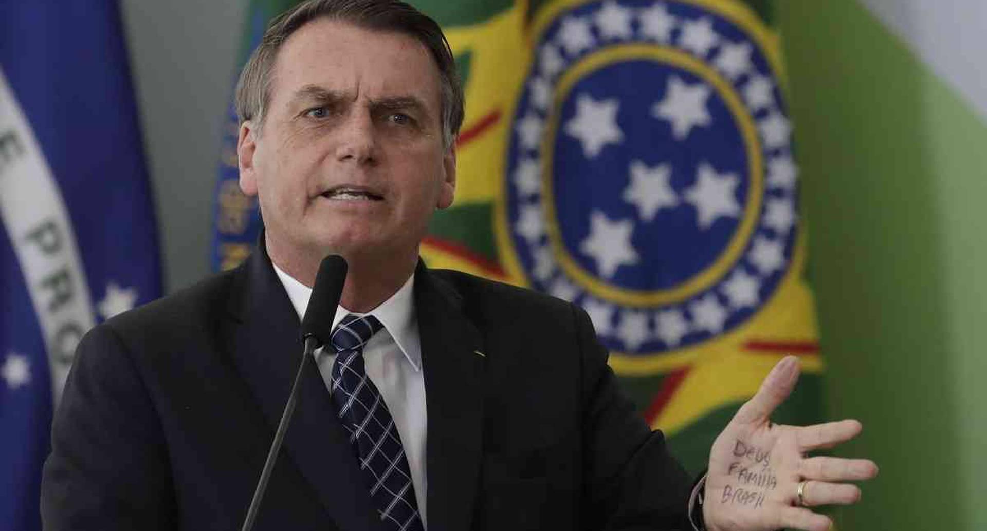 El presidente Jair Bolsonaro continúa en su cruzada por implementar operaciones mineras y de la agroindustria en territorio indígena amazónico de Brasil. Foto: AP