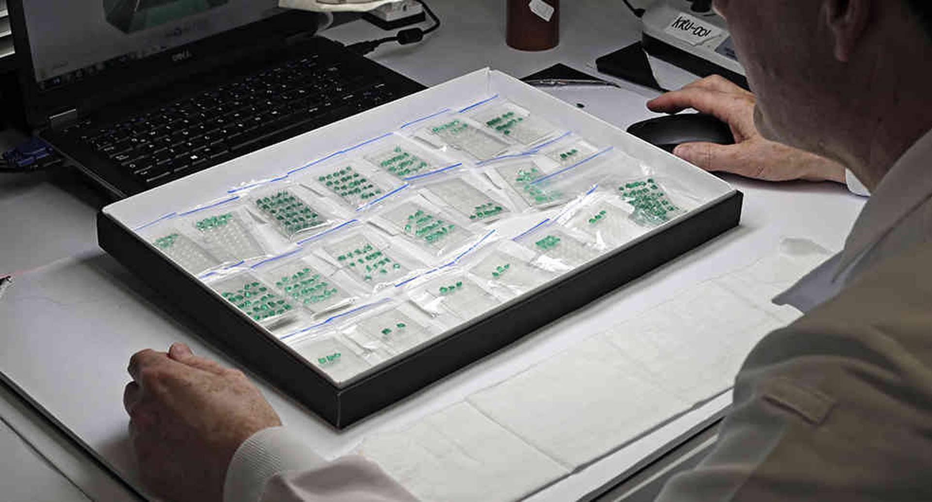 A través de la Federación Nacional de Esmeraldas se han realizado proyectos de caracterización de la cadena de valor de gemas.