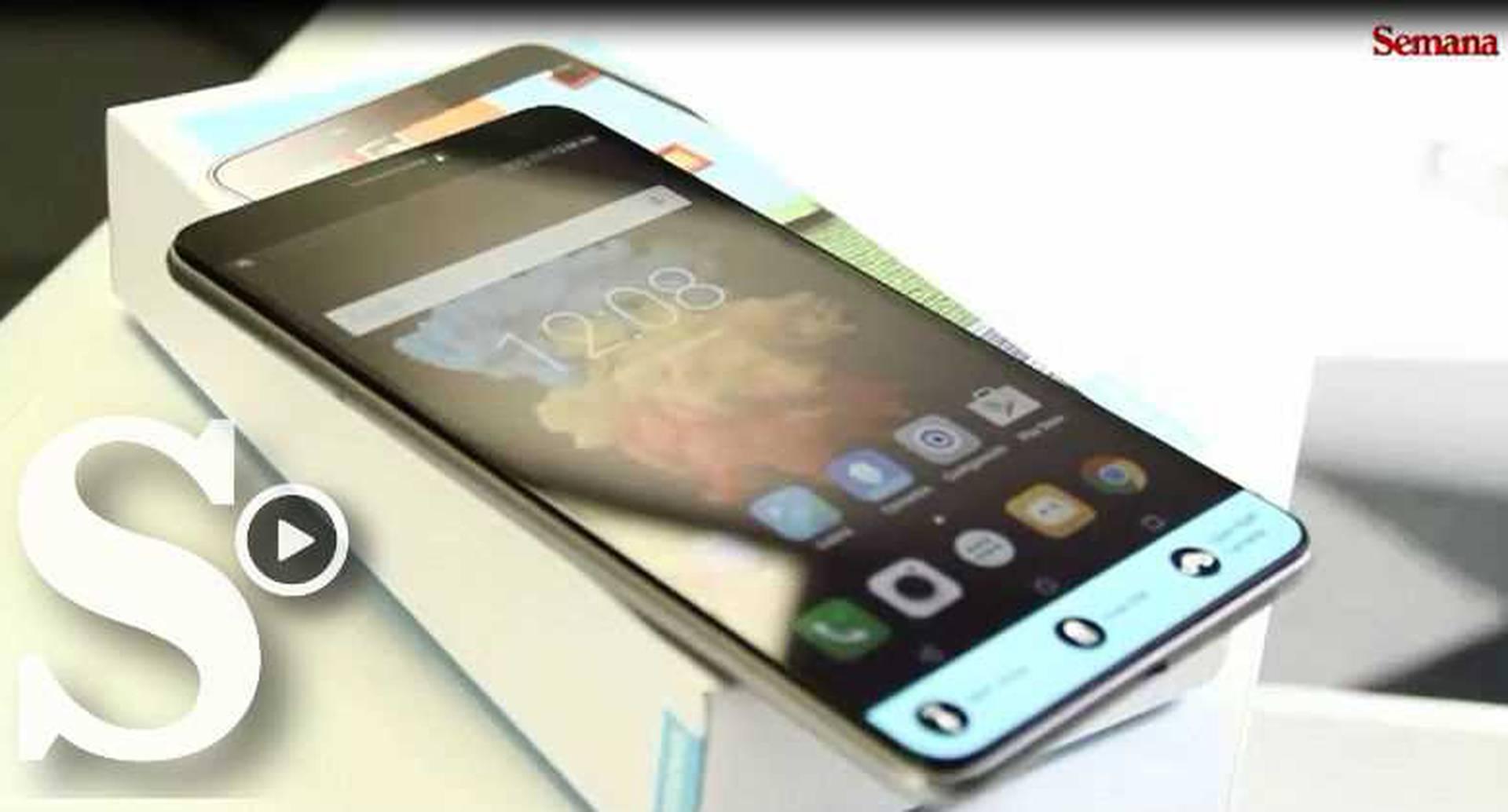 El Lenovo Phab es un teléfono de casi siete pulgadas.
