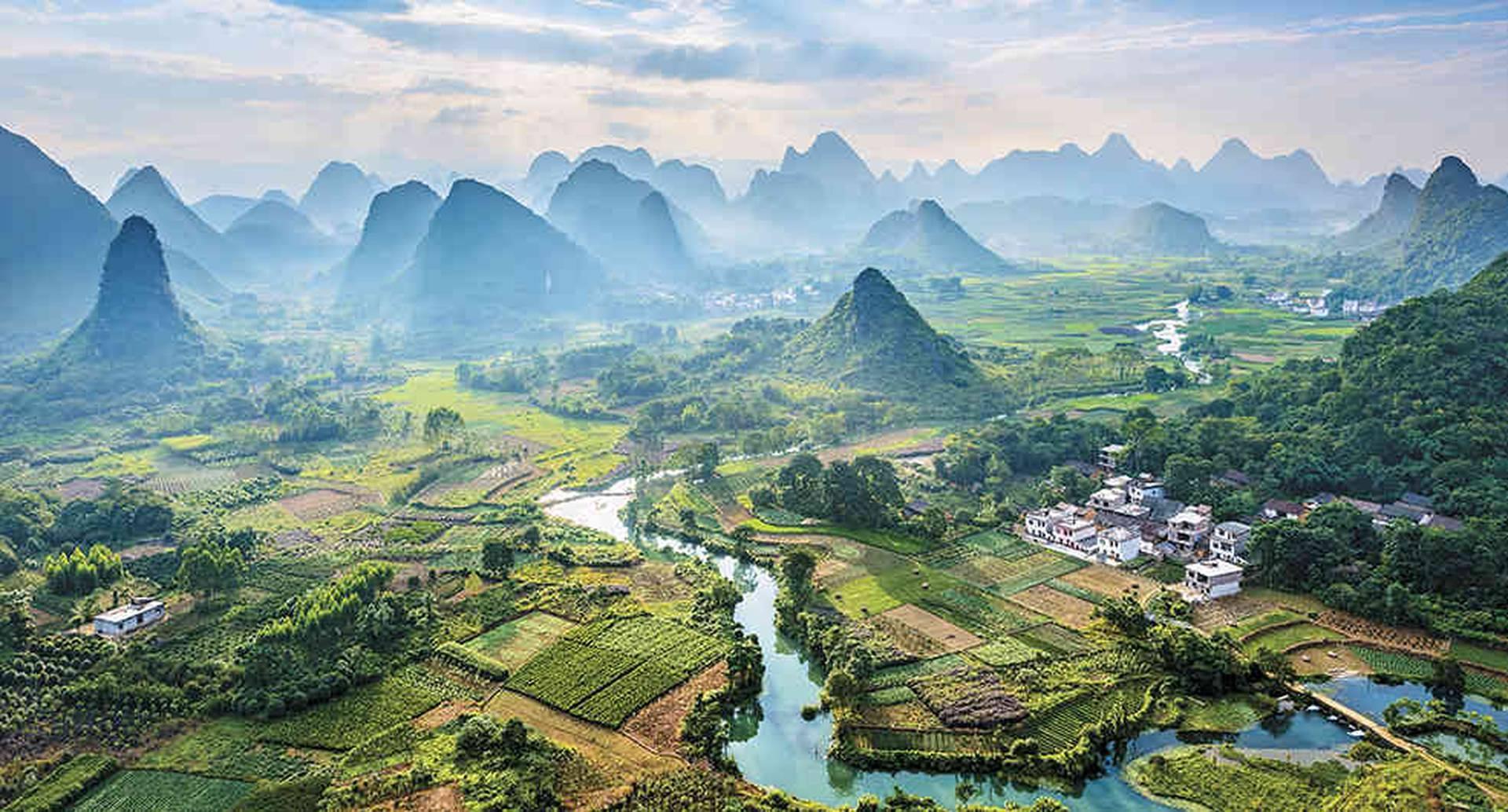 Los laberintos y montañas por donde corren las aguas cristalinas del río Li en la ciudad de Guilin, la eclética Shanghai y la Ciudad Prohibida, en Beijing, son algunos de los lugares que recomienda visitar el periodista inglés de Lonely Planet China.