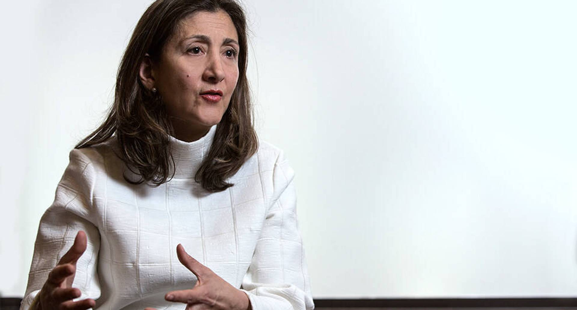 """""""Las Farc presentan el secuestro como una actividad regulada por ellos mismos con lo cual invierten la responsabilidad del delito"""", dice Ingrid Betancourt."""
